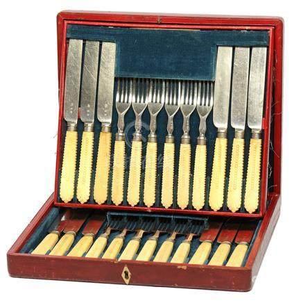 鍍銀餐具一套二十四件 (附原裝盒)