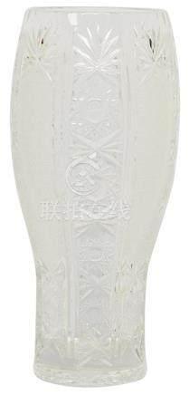 水晶刻花瓶
