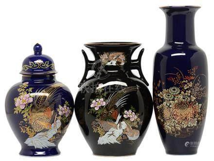日本 粉彩描金花卉器三件