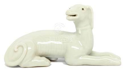影青釉臥犬