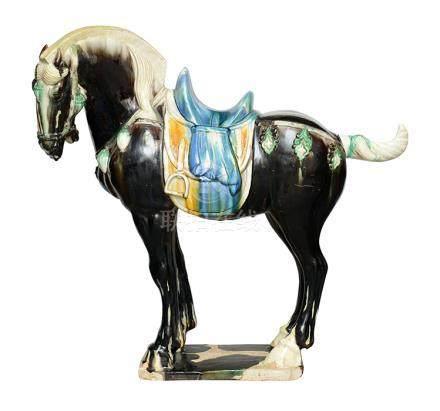 素三彩釉駿馬