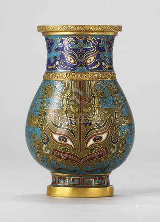 A SMALL CLOISONNÉ ENAMEL PEAR-SHAPED VASE, HU