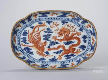 AN IRON-RED AND UNDERGLAZE-BLUE DECORATED 'DRAGON AND PHOENIX' QUATREFOIL DISH