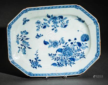 A CHINESE BLUE AND WHITE PORCELAIN TRAY