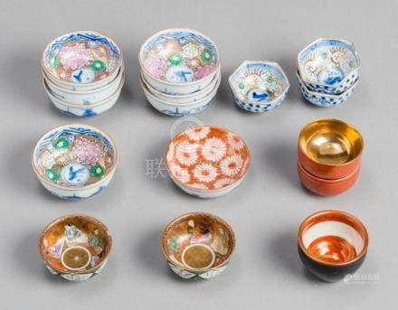 A MIXED LOT OF VARIOUS SMALL JAPANESE-CHINESE PORCELAIN BOWL