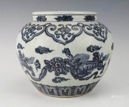 BLUE AND WHITE MING DYNASTY PORCELAIN JAR