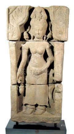 SCULPTURE KHMER SANDSTONE APSARA Ca. 12ème siècle, Péri…