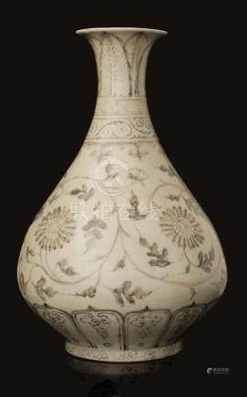 RARE VASE PIRIFORME, DEBUT DYNASTIE MING (1368 1644)