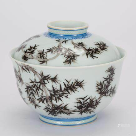CHINESE PAINTED PORCELAIN COVER BOWL