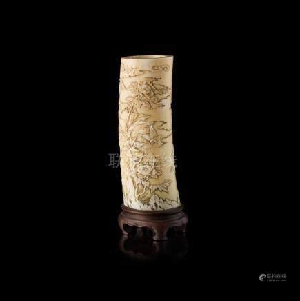 Y CARVED IVORY TUSK VASE QING DYNASTY, 19TH CENTURY 22cm hig