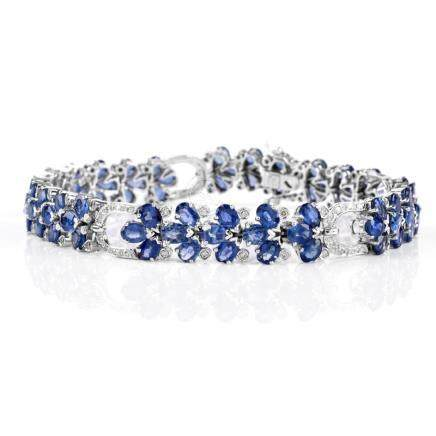 Approx. 15.54 Carat Oval Cut Sapphire, 2.51 Carat Diamond and 14 Karat White Gold Bracelet. Sapphir