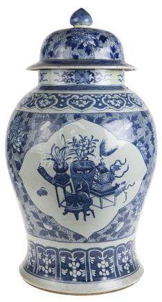 *Gedekte potiche. Chinees porselein. Qing dynastie. Ondergla