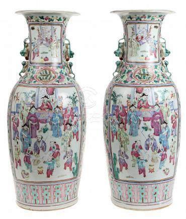 Paar kegelvormige vazen. Chinees porselein. Jiaqing periode.