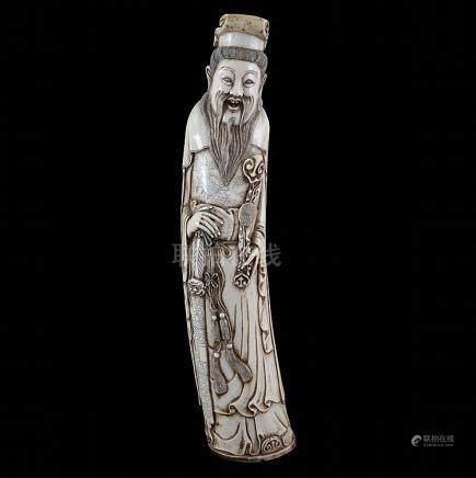 Lao Tse. Gesculpteerd ivoor, deels zwart getint. Chinees wer
