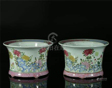 A PAIR OF CHINESE FAMILLE ROSE PORCELAIN PLANTERS