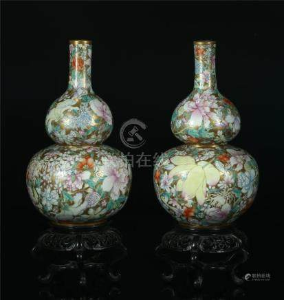 A PAIR OF CHINESE FAMILLE ROSE PORCELAIN DOUBLE GOURD VASES