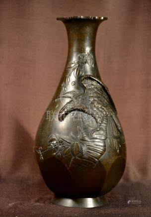 Japanese Bronze Vase with Hawl - Gold Inlay Eye -