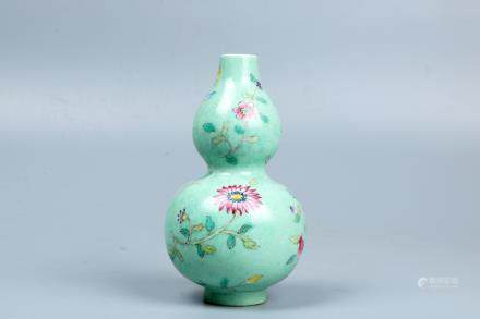 A chinese famille rose gourd shape vase