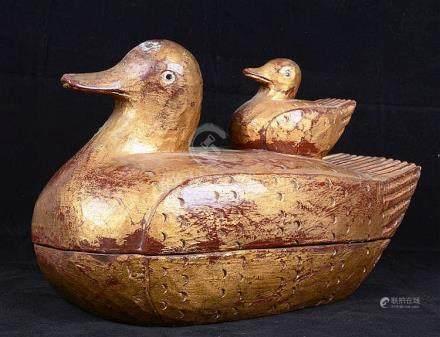 Canne et son canneton en bois sculpté et doré.