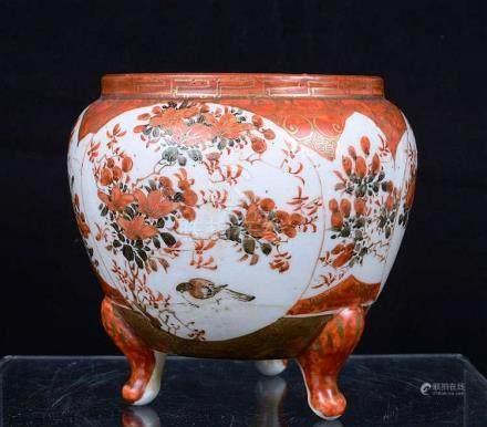 Petite jarre en porcelaine de Chine tripode