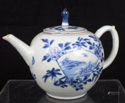 Petite théière en porcelaine de Chine.