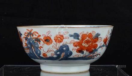 Bol en porcelaine de Chine à décor Imari.