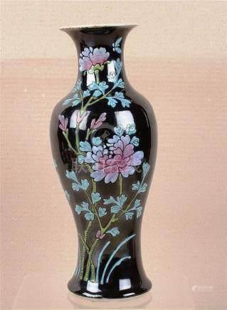 Vase en porcelaine de Chine.