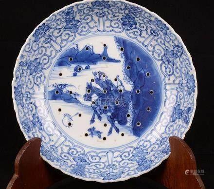 Assiette creuse en porcelaine de Chine.