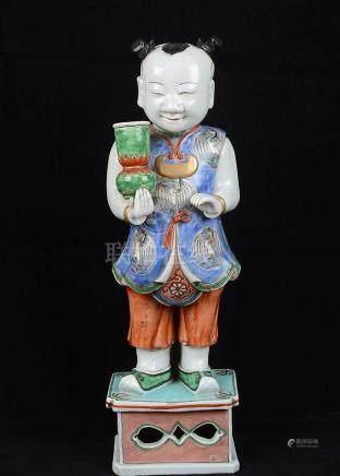 Statuette d'un personnage en porcelaine de Chine.