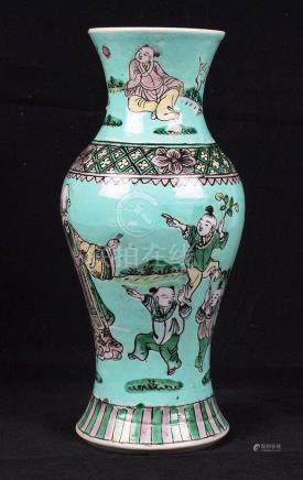 Vase en faïence de Chine.