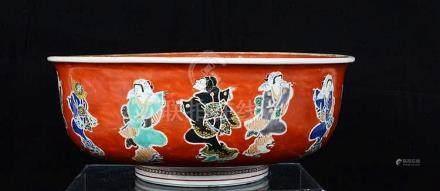 Beau plat profond en porcelaine de Chine.
