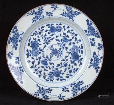 Grande assiette en porcelaine de Chine.
