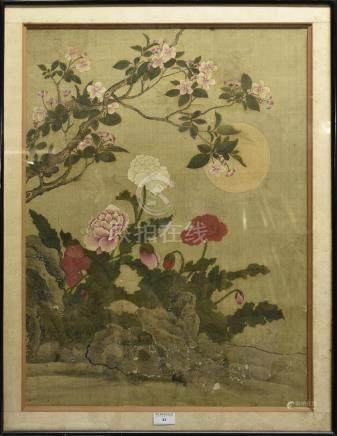 CHINE - début du XIXe siècle Peinture sur soie représentant des pivoines et cerisiers en fleurs H. 61 cm L. 45