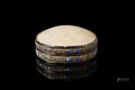 中國 十九世紀 八寶紋玉蓋銀盒