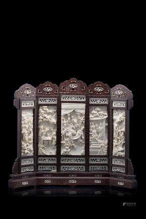 中國 二十世紀初 象牙雕庭院仕女圖桌屏