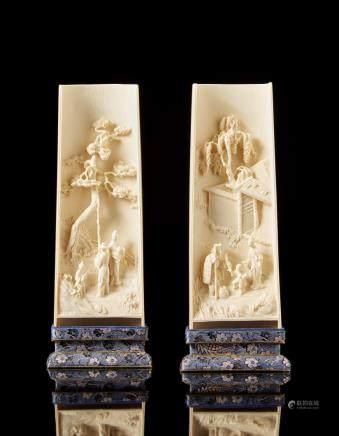 中國 十九/二十世紀 象牙雕庭院人物臂擱 一對