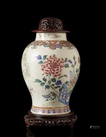 清 雍正 十八世紀 彩繪花卉紋蓋瓶