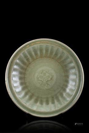 明 陶瓷花卉紋盤