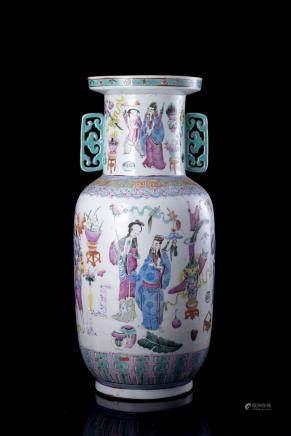 中國 十九世紀 粉彩人物圖雙耳瓶
