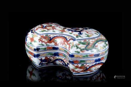 中國 二十世紀 萬曆仿款 五彩龍紋元寶形盒