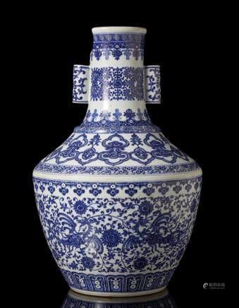 中國 二十世紀 乾隆仿款 青花花卉紋瓶