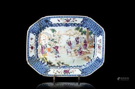 中國 十八世紀 青花人物庭院圖八角盤