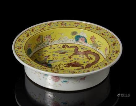 中國 二十世紀 黃地彩繪龍鳳圖盆