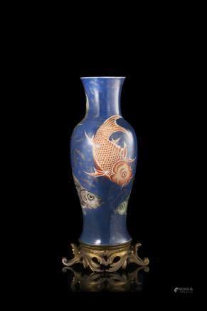 清 康熙 灑藍地描金礬紅鯉魚瓷瓶