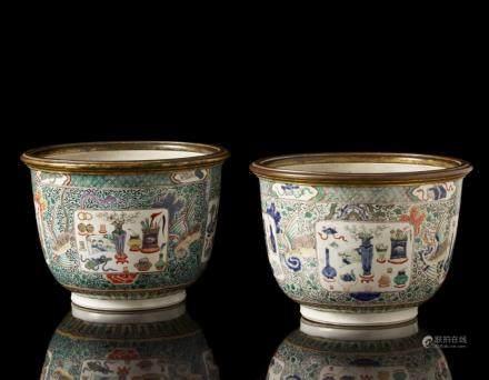 中國 十八世紀 五彩博古紋托盆 一對