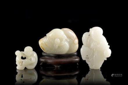 中國 十九世紀 三件玉雕:童子、猴子及鴛鴦