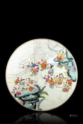 中國 十九世紀 粉彩庭院童子圖瓷板