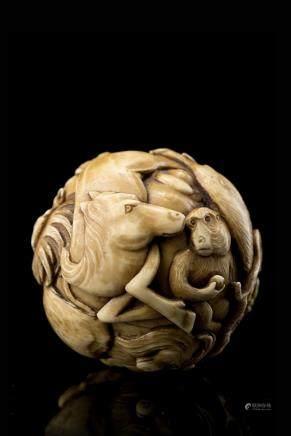 日本 明治時期 象牙雕十二生肖紋球