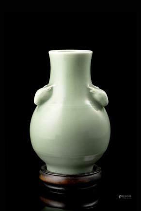 中國 十九世紀 雍正仿款 青釉羊耳壺式瓶