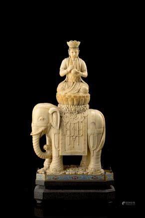 中國 二十世紀初 象牙觀音坐蓮乘象雕件